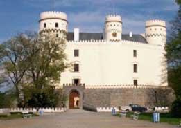 Bedřich Schwarzenberg zemřel narodovém zámku Orlík azanechal posobě obrovské množství poznámek, vzpomínek adeníků