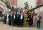 Společné foto ze setkání potomků Přemyslovců vLedeburské zahradě dne 27.7.2006