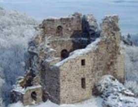 Hrad Přimda je poPražském hradu považován zadruhou nejstarší stavbu kamenného hradu vČechách. Roku 1675 koupil panství is hradem Jan Václav Novohradský zKolowrat. Vmajetku rodu Kolowratů je svýjimkou asi 50 let nacistické akomunistické vlády, dodnes.
