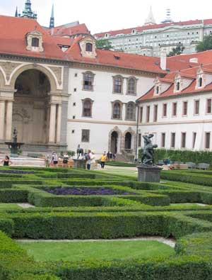 Valdštejnský palác - pohled zValdštejnské zahrady