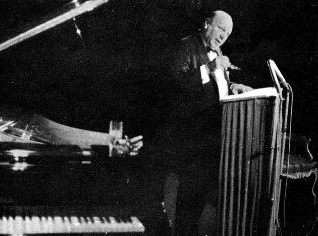 Reprodukce snímku zonoho večera, který tehdy pořídil fotograf Otto Dlabola