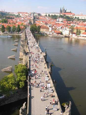 Na konci 9.století Přemyslovci přenesli své sídlo nadnešní Pražský hrad.