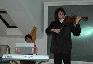 Houslový virtuos Alexandr Shonert ajeho matka, klavírní virtuoska Natalie Shonert.