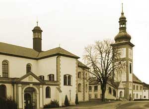 V roce 1292 Václav II. Přemyslovec učinil slib, že vystaví klášter achrám, který měl být pohřebištěm českých králů ajejich rodin. Zanejvýhodnější místo ke stavbě vybral původně lovecký dvorec Přemysla II. Otakara ve Zbraslavi.