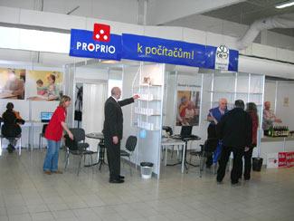 Rozsáhlá výstavní expozice firmy PROPRIO spočítači proseniory přitahovala velkou pozornost návštěvníků