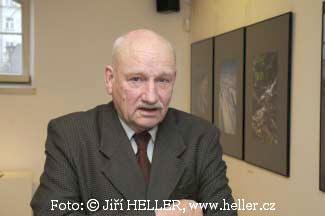 Spokojený fotograf Jiří Havel navernisáži své úspěšné výstavy ve Stockholmu.