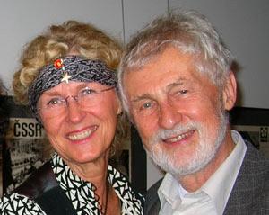 Makarna Gudrun och Pavel Pelikan. (Gudrun har fått en present från Tjeckiska centret för sin klädsel á la 60-talet.)