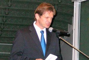 Slovakiens ambassador iSverige Peter Kmec vid sitt tal på Armémuseet.