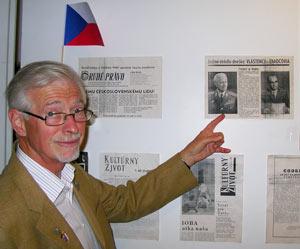 Olof Kleberg, publicist, pekar på f d Tjeckoslovakiens president Ludvik Svoboda.
