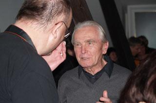Autor Pozitivních novin Eduard Světlík vpřátelské debatě svydavatelem Pavlem Loužeckým  /Foto: Jan Řehounek